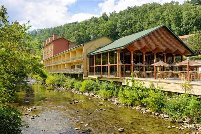Hotels in Gatlinburg Near Attractions